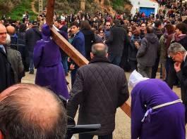 Imagen de archivo de una de las subidas de la Cruz al Calvario de Arnedo en Semana Santa