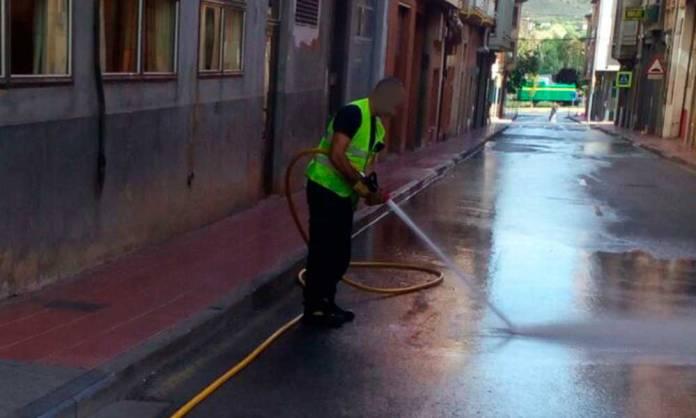 Bomberos del CEIS trabajan sobre un vertido en Arnedo