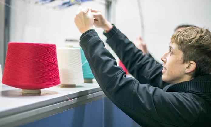 Preparando el tejido para la fabricación de una Mantuki