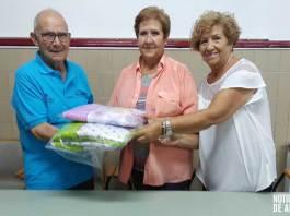 Cáritas Parroquial de Arnedo recoge la donación de la Escuela de Fútbol de Arnedo