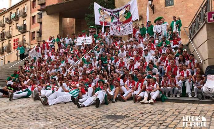 Foto de familia de la Peña La Chispa de Arnedo por su 40 Aniversario