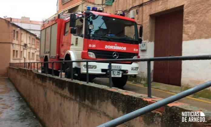 Un camión de Bomberos del CEIS Rioja trabajando en el incendio