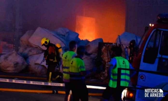 Grave incendio en una plata de gestión de residuos en Arnedo destinada al almacenaje de cartón