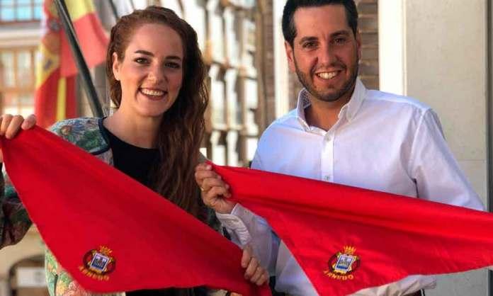 La pregonera de las fiestas de Arned 2019, María Martínez -Losa con el alcalde de Arnedo, Javíer García
