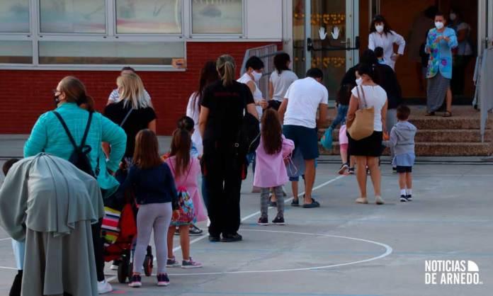 Acceso a las aulas en uno de los centros escolares de Arnedo