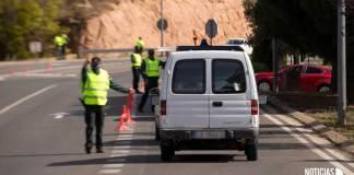 Control policial en la LR-115 en Arnedo durante el primer confinamiento perimetral