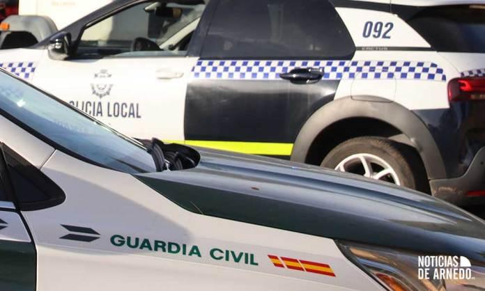 Vehículos patrulla de Guardia Civil y Policía Local en Arnedo (La Rioja)