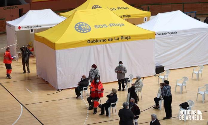 Dispositivo Cruz Roja y SERIS vacunación COVID en Arnedo Arena