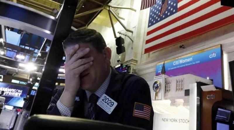 Wall Street se desploma por tercer día consecutivo