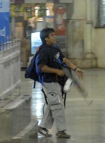 terrorista_estacion_ferrocarriles_bombay