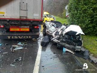 Un fallecido en accidente de tráfico en Salas 5