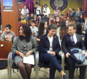 Visitación Blanco, directora del centro, Silvia Méndez, alcaldesa, y Genaro Alonso, consejero