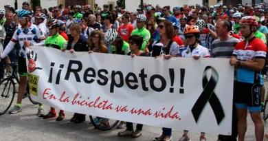Concentración por el respeto a los ciclistas en Cangas