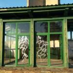 El PP de Castropol denuncia el estado de abandono de la antigua oficina de turismo