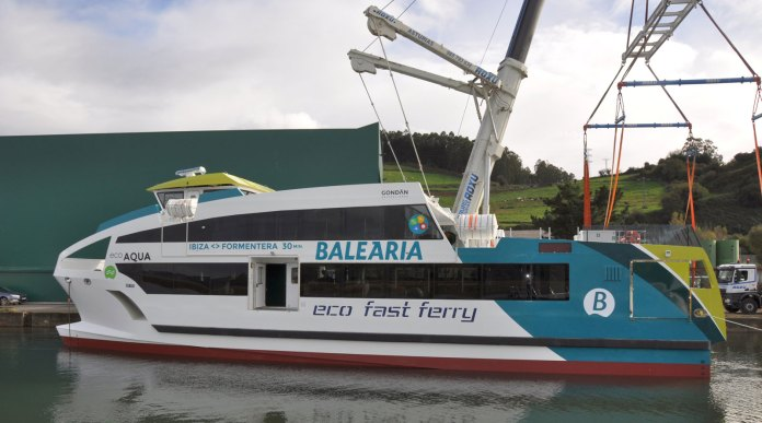 Gondan catamaranes