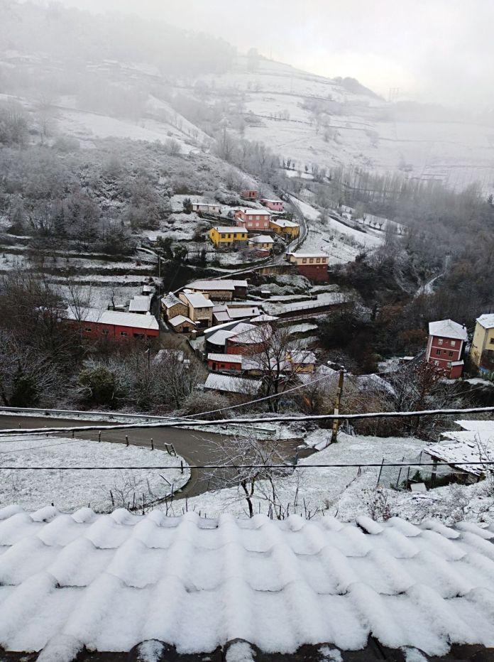 Nieve en el barrio de Santiso, en Cangas del Narcea 1