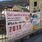 Pancartas y carteles de ánimo por las calles de Cangas del Narcea