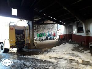 Incendio en una vivienda de El Pedregal, en Tineo 2