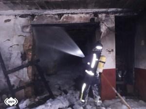 Incendio en una vivienda de El Pedregal, en Tineo 1