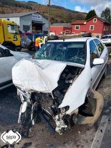 Dos adultos y un menor heridos en accidente de tráfico en El Pedregal, en Tineo 1
