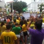 MANIFESTAÇÃO – Ato contra o governo Dilma reúne manifestantes no centro de Cabo Frio