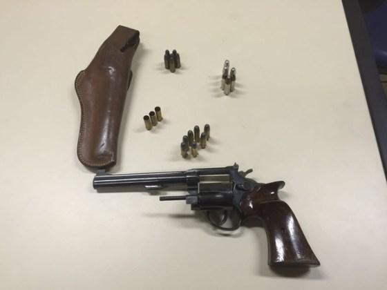 Arma foi apreendida na casa do empresário preso na manhã desta terça-feira