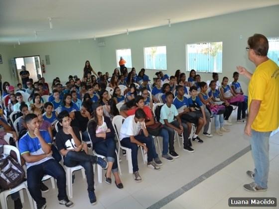 Escola Municipal Professora Miriam Alves Guimarães, no bairro Fluminense1