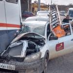 ACIDENTE – Carro da Ampla bate em traseira de ônibus na RJ-140, em São Pedro da Aldeia