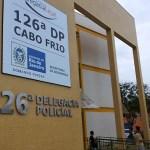 AÇÕES POLICIAIS – Dois homens mortos a tiros são encontrados dentro de carro em Rio das Ostras