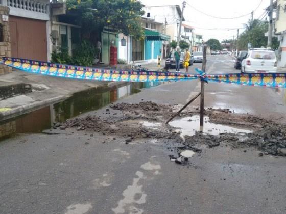 Moradores interditaram rua em Cabo Frio