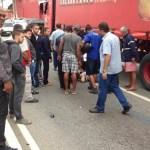 ACIDENTE – Motociclista se fere gravemente em acidente com carretas em Cabo Frio