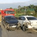 ACIDENTE – Colisão frontal deixa motorista ferido e trânsito lento na RJ-106