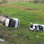 ACIDENTE – Carro e caminhão descem barranco ao colidirem na RJ-106
