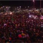 Parada LGBT atrai cerca de 50 mil pessoas para o Forte, em Cabo Frio