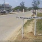 SÃO PEDRO DA ALDEIA – Movimento Praia Linda pede Socorro coloca cruzes às margens da RJ-106