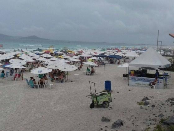 mesmo-com-a-chuva-praias-ficam-cheias-em-cabo-frio