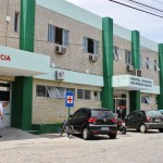 ACIDENTE – Duas pessoas ficam feridas após carro bater em poste em Saquarema