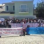 MANIFESTAÇÃO – Protesto alerta para redução de vagas em colégio estadual em São Pedro da Aldeia