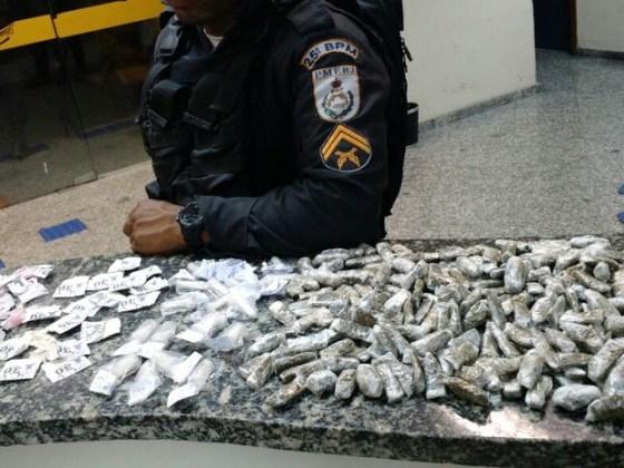 maconha-e-cocaina-e-apreendida-por-policiais-militares-em-cabo-frio