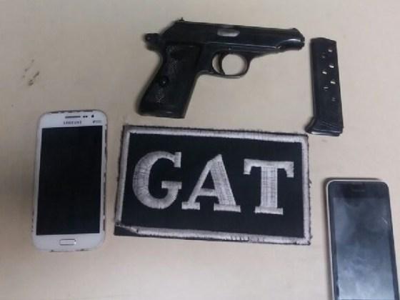suspeitos-sao-detidos-com-pistola-em-rio-das-ostras