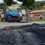 """SÃO PEDRO DA ALDEIA – Bairro Rua do Fogo recebe """"Operação Tapa Buracos"""""""