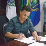 """SÃO PEDRO DA ALDEIA – PREFEITO CLÁUDIO CHUMBINHO ASSINA TERMO DE ADESÃO PARA O """"CIDADE EMPREENDEDORA"""""""