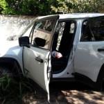 AÇÕES POLICIAIS – Bandidos caem em ribanceira durante perseguição com carro roubado e fogem a pé em Araruama