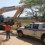 SÃO PEDRO DA ALDEIA – Coordenadoria de Proteção e Defesa Civil acompanham serviço de desassoreamento dos canais do bairro Recanto das Orquídeas