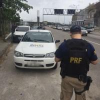 CABO FRIO – Motorista de carro oficial é flagrado com habilitação falsa e tenta fugir correndo pela Ponte Rio-Niterói