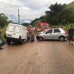 ACIDENTE – Colisão entre dois carros deixa feridos na RJ-106, em Saquarema