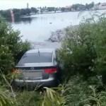 ACIDENTE – Acidente deixa feridos e carro quase cai em lagoa em Cabo Frio