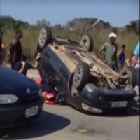 ACIDENTE – Duas pessoas ficam feridas em acidente entre três carros em São Pedro da Aldeia