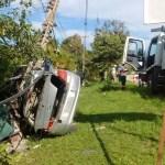 ACIDENTE – Motorista morre ao capotar e bater com carro em poste na RJ-106, em São Pedro da Aldeia