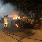 REGIÃO DOS LAGOS – Dois carros e três motos pegam fogo em Arraial do Cabo